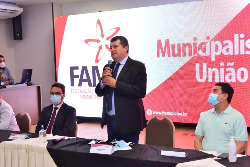Prefeitos discutem volta às aulas e pesquisa irá detalhar os desafios dos municípios na Educação