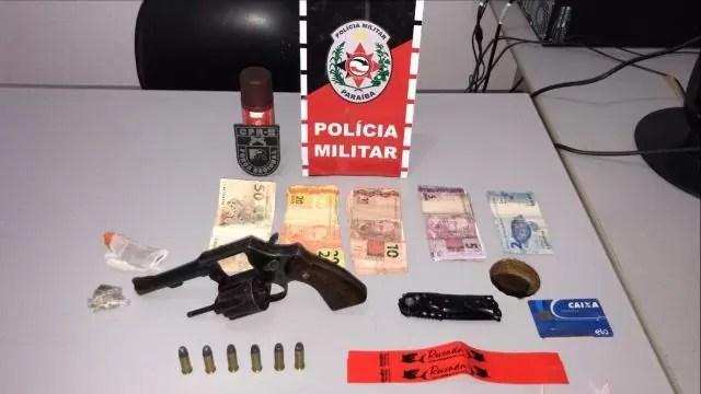 PM encerra festa clandestina em Patos com mais de 100 pessoas aglomeradas e apreende arma e drogas