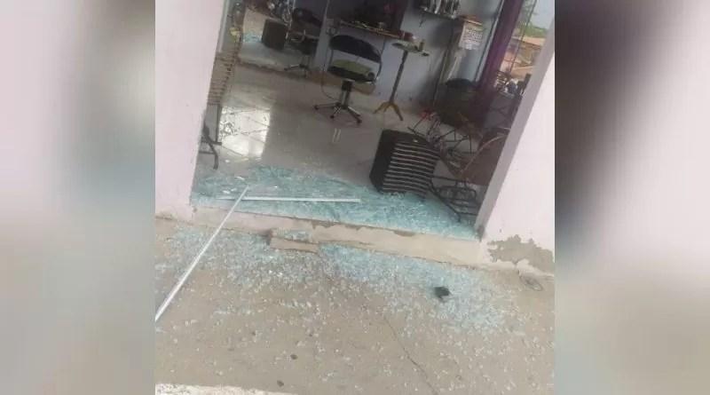 Troca de tiros entre polícia e assaltantes é registrado no centro da cidade de Bom Sucesso