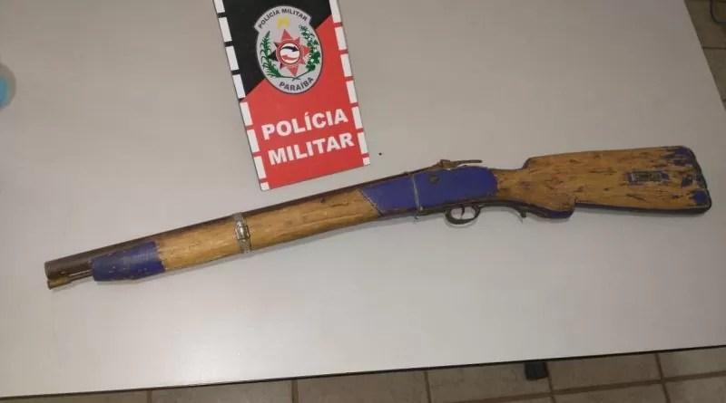 Polícia Militar apreende arma de fogo na madrugada deste domingo