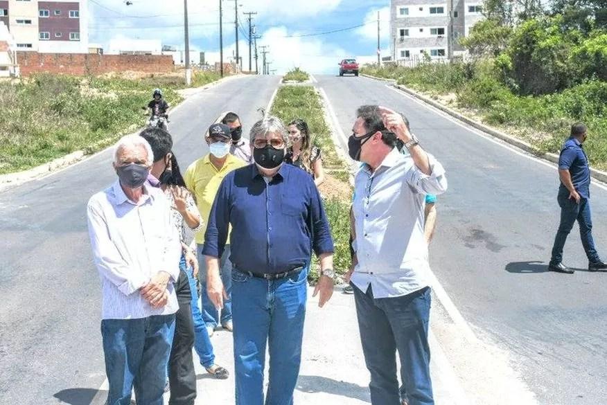 João Azevêdo inspeciona obras orçadas em R$ 17,6 milhões