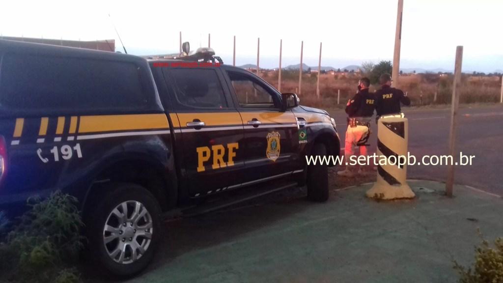 PRF aprende veículo clonado na BR 230 em Pombal