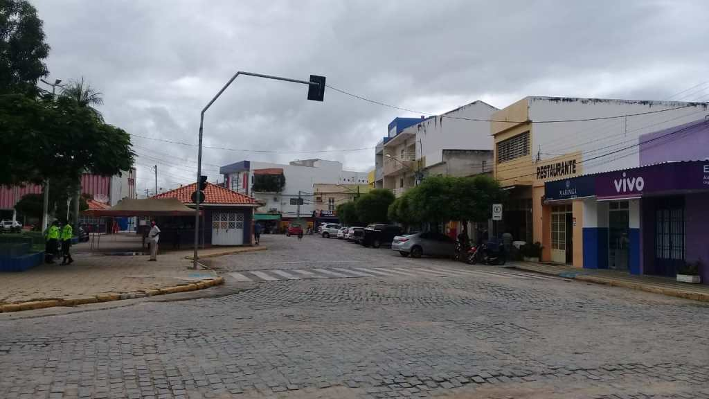 Feriadão começou em Pombal com a suspensão de vários serviços na área comercial