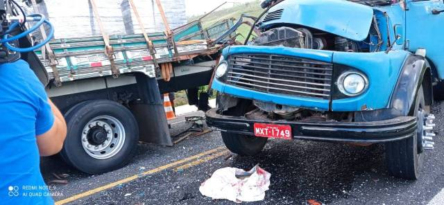 Mãe e filho morrem e mais três pessoas ficam feridas em acidente com caminhões na PB