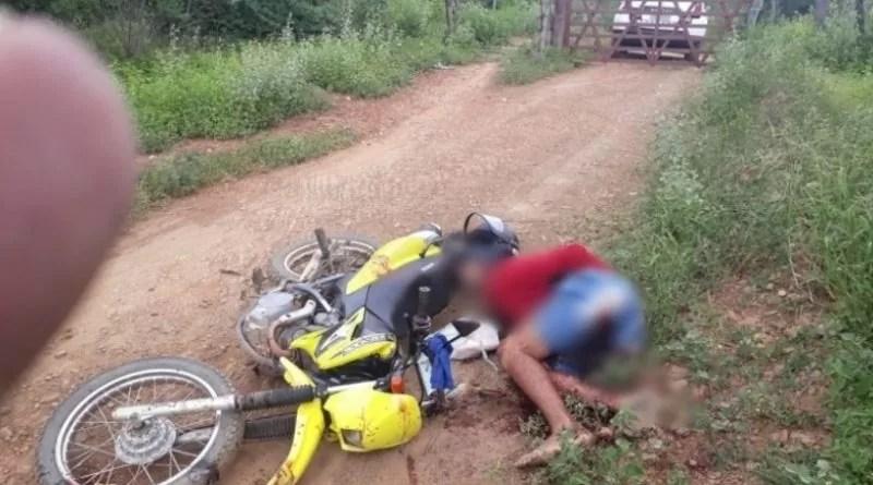 Homem é encontrado morto com perfurações de disparos de arma de fogo pelo corpo