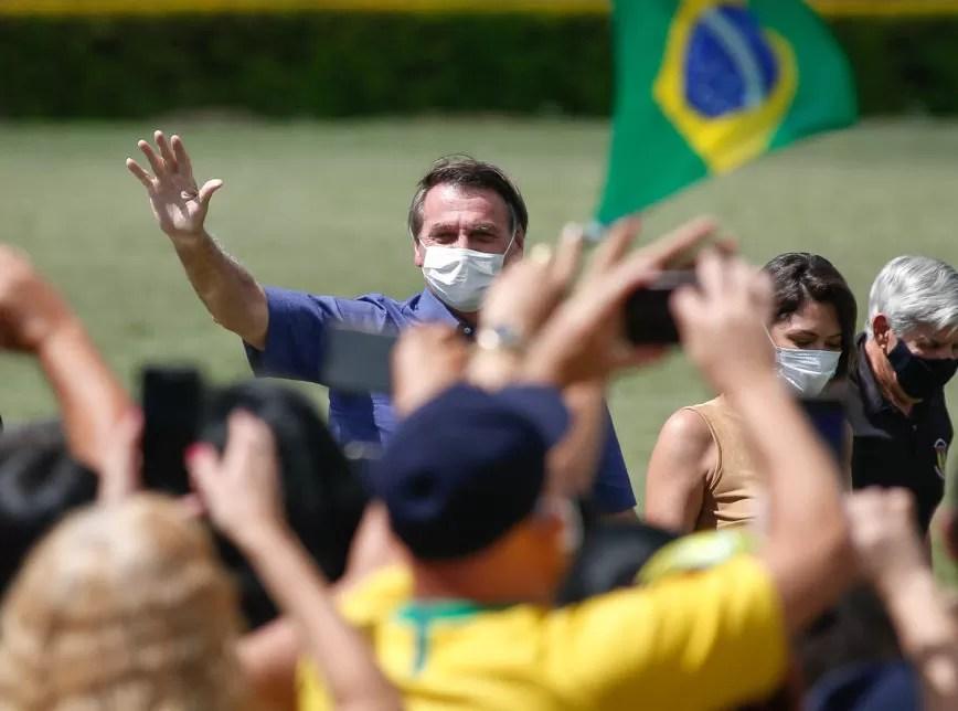 """""""Só Deus me tira daqui"""", diz Bolsonaro a apoiadores em seu aniversário"""