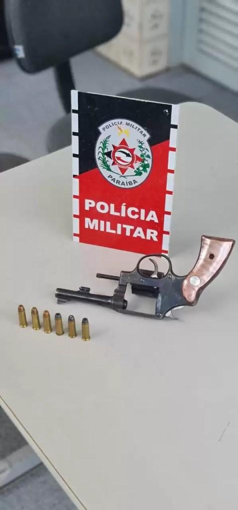 POLÍCIA MILITAR PRENDE HOMEM  E  APREENDE MAIS  ARMA DE FOGO NA CIDADE DE POMBAL- PB