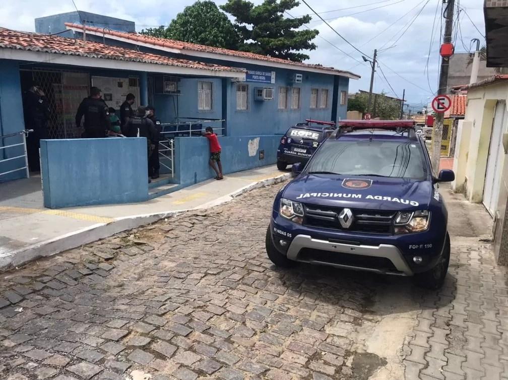 Bandidos armados invadem posto de saúde e roubam vacinas contra a Covid-19