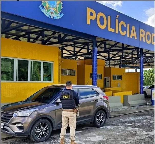 PRF recupera um veículo roubado há dois dias e prende condutor com maconha