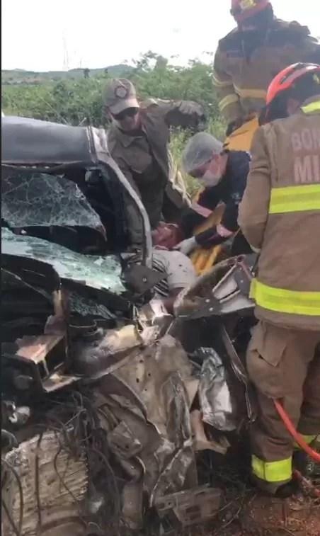 Colisão de carro x caminhão com vítima presa em ferragem é registrado em Catolé do Rocha