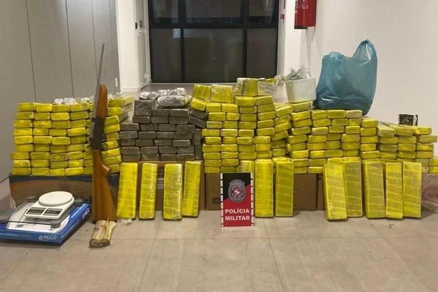 Operação da Polícia Federal prende casal com mais de 150 quilos de maconha