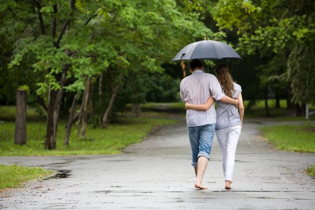 romantic-couple-rain-hd-wallpapers