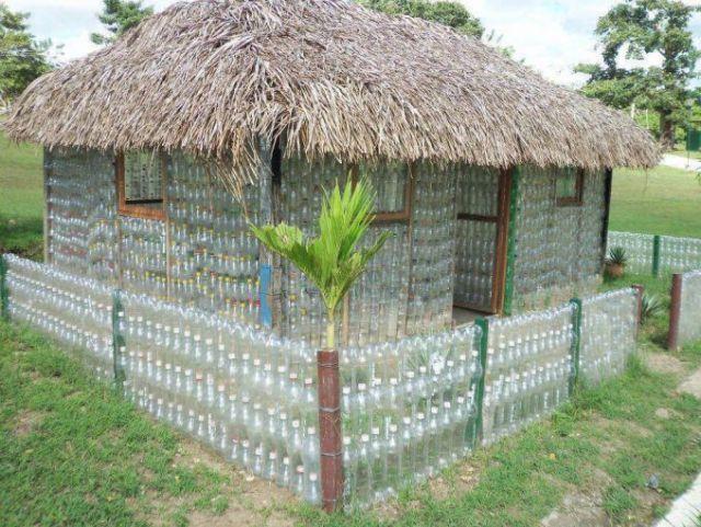 Rumah dari Botol Plastik