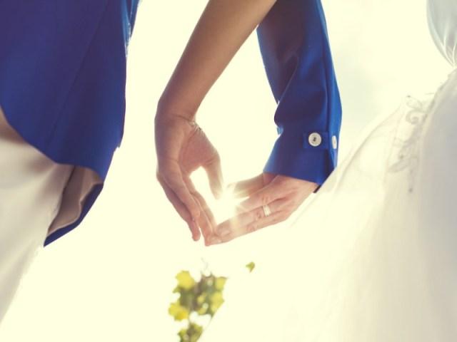menikah dengan teman sendiri bukannya malah tidak merasa canggung sama sekali, tapi malah akan merasa canggung ketika di awalnya. gambar via: neepow.com
