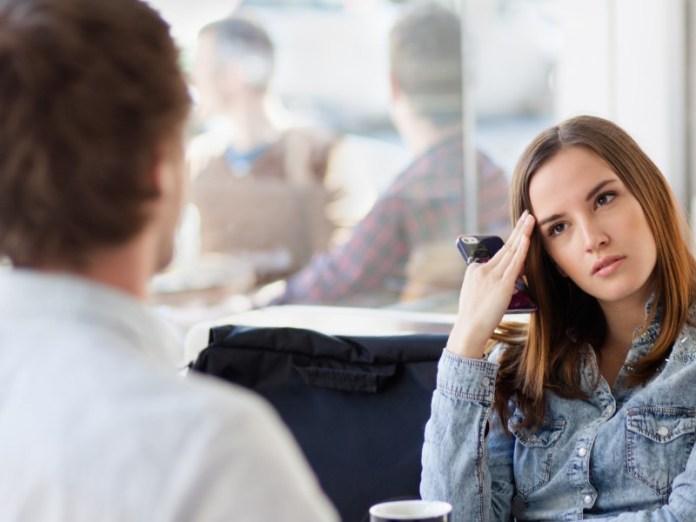 jika kekasihmu bukanlah perempuan yang cemburu buta berarti dia sudah bisa berpikiran matang. gambar via: www.hipwee.com