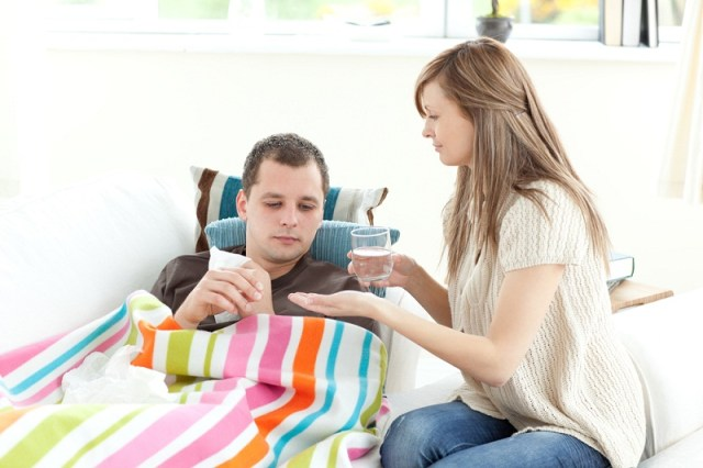 Pria suka dengan wanita yang perhatian. Gambar via: www.heraspiration.com