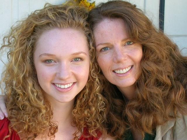Kamu dan ibu bak pinang dibelah dua! Gambar via: www.getyourfit.com