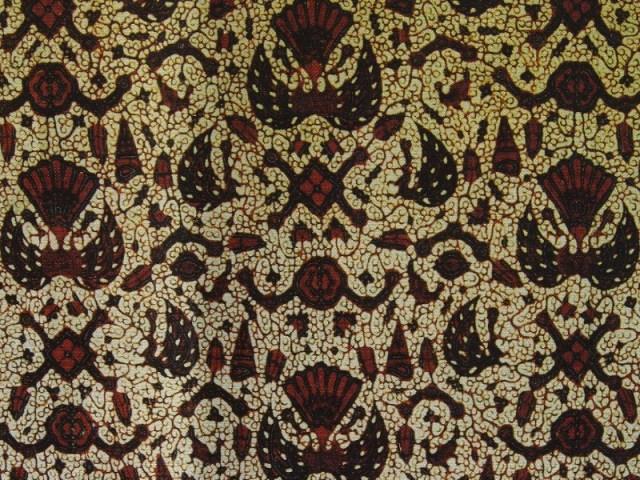 gambar via: Batik Tradisional Indonesia