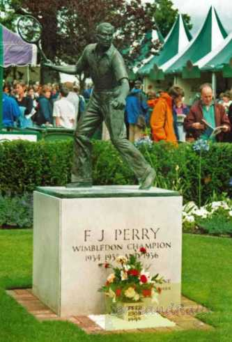 2002 Wimbledon Fred Perry's statue