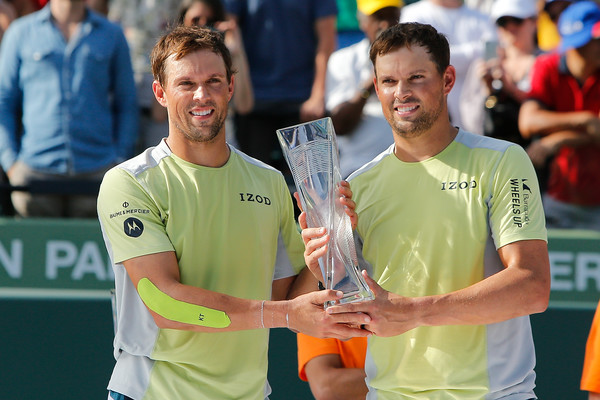 Bryans win in Miami