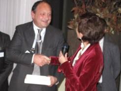 Antonia Figini di NetApp consegna il Serverlab Innovation Award al Gruppo Lonati