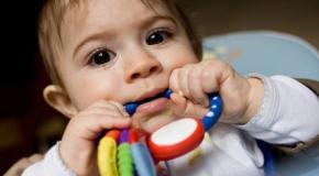Poussées dentaires avec de la fièvre chez un bébé que faire ?