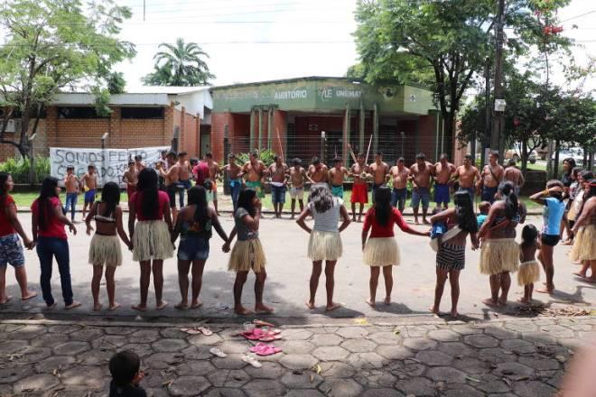 Acción indígena ante el Museo de Mato Grosso. Foto: Movimento Ipereg Ayu