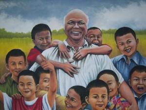 Mgr Puja bersama anak-anak tuna rungu