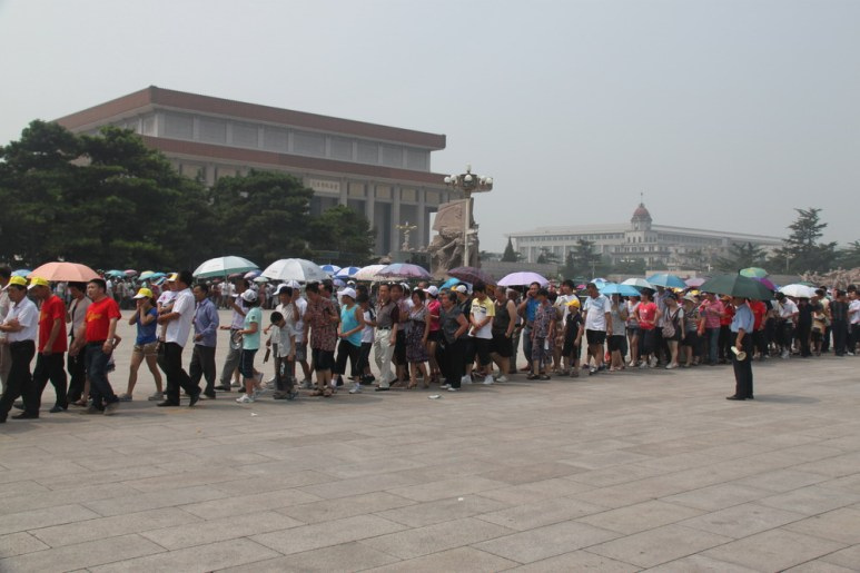 Queue-up-for-visiting-Mao-Zedong-Mausoleum