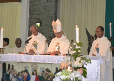 Pemakaman Romo Marya misa bersama Uskup ok
