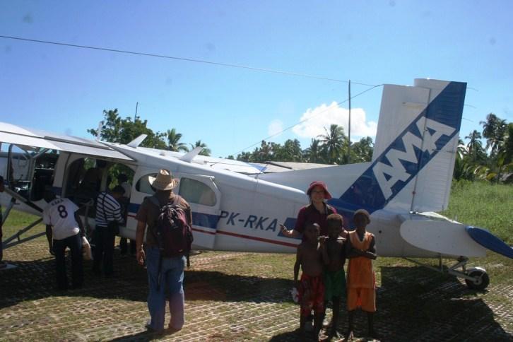 Pesawat capung AMA di Bandara Ewer Agats Papua