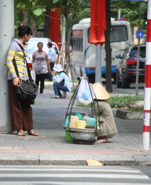 pedagang perempuan di jalanan