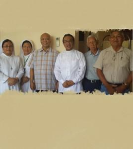Mgr. Johannes Pujasumarta (ketiga dari kiri) dan teman-teman