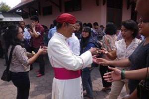 Mgr. Julianus Sunarka SJ di Paroki Pemalang1.jpg
