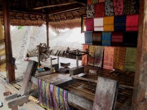 Sasak Lombok kain dan alat pemintalan