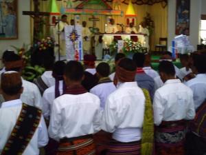 Misa Penerimaan Jubah bagi ke- 54 Frater SVD di Aula Santo  Arnoldus Jansen Nenuk, Selasa (30)
