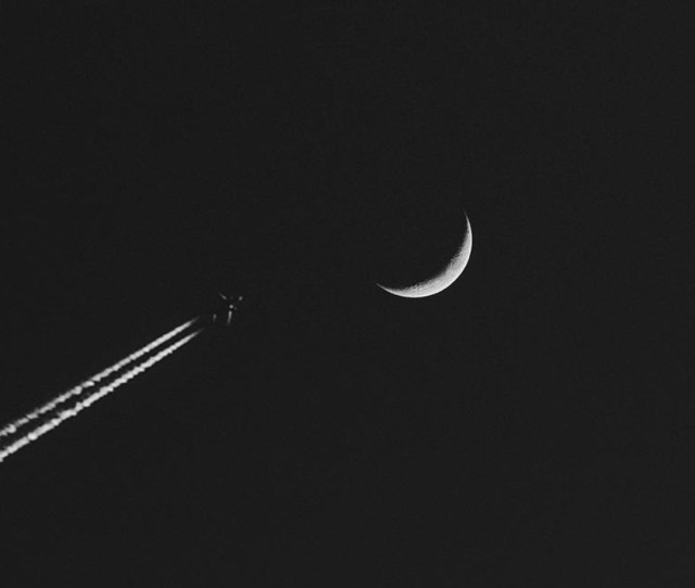 Airplane Moon Minimalism Wallpaper X X