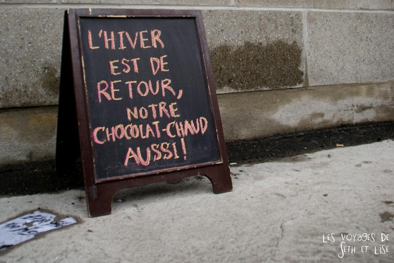 blog voyage canada pvt montreal mile end insolite chocolat chaud hiver retour pancarte
