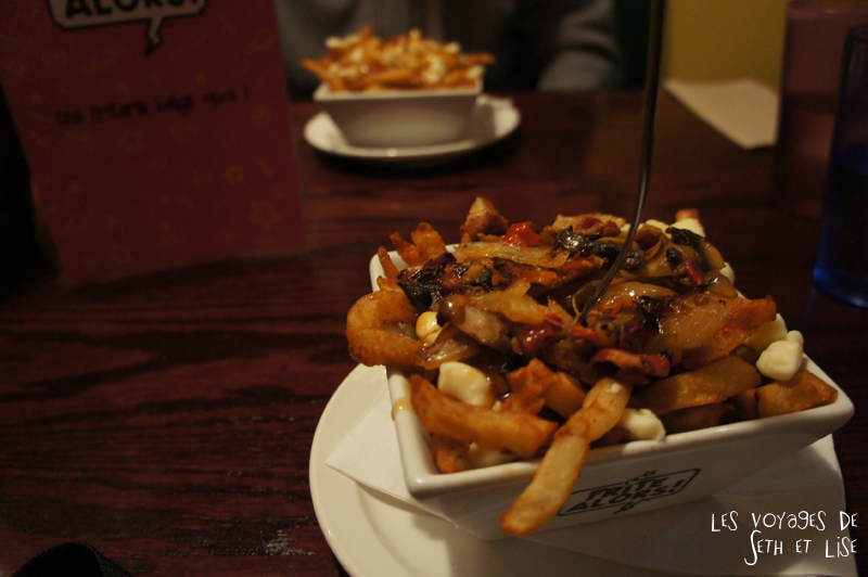 blog voyage canada pvt poutine frite alors cheddar fromage food