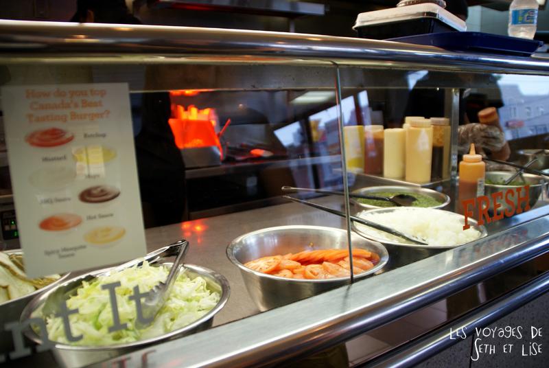blog canada toronto pvt voyage whv backpack burger food bouffe