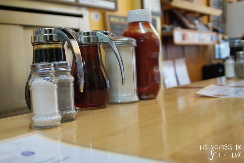 blog pvt canada photographie couple voyage binerie mont royal feve lard restaurant quebecois montreal quebec melasse sirop couler