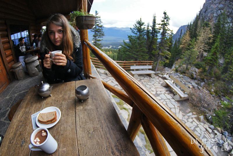 blog pvt photographie pvtiste canada alberta rocheuses rockies moutains voyage montagne couple tour du monde nature parc national lac lake teatime