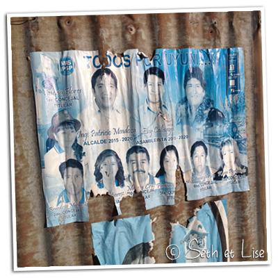 Une affiche pour le partie des schtroumpfs boliviens
