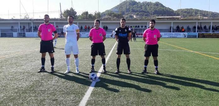 Imatge abans de comneçar el primer partit de la temporada del CE Felanitx