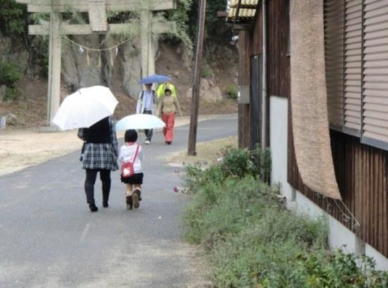 To the Hachiman Shrine on Teshima
