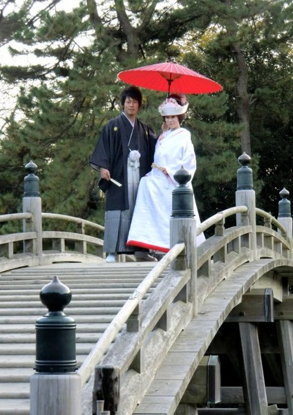 Newlyweds in Ritsurin Park