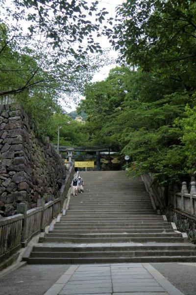 Climbing Konpira-san - First Stop -