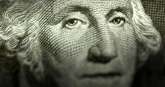 El dólar llega hasta los 20.25 pesos en bancos