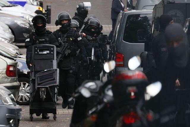 Atacante se entrega tras herir a dos cerca de París