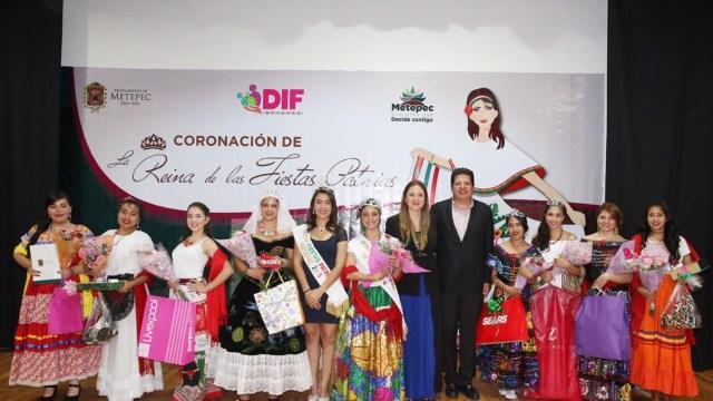 Coronan a Reina de las fiestas Patrias en Metepec